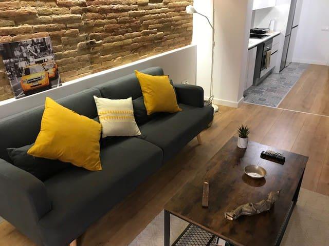 Apartamento en centro popular de Gracia