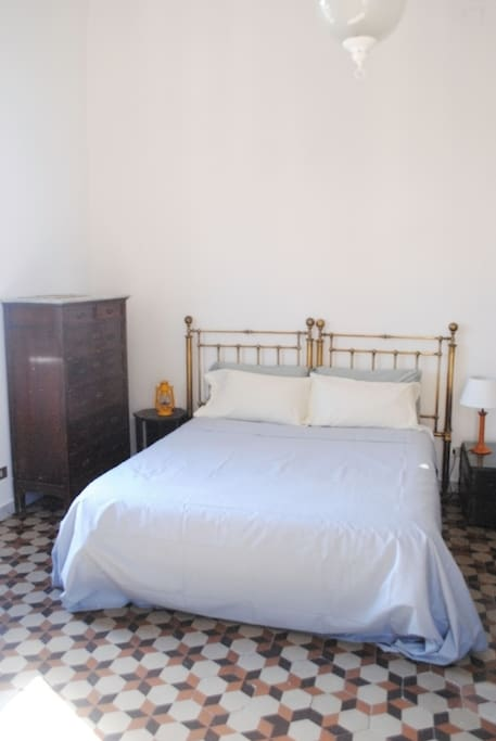 Very large and bright double room with window and a balcony - it faces the back of Teatro Massimo