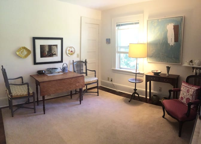 Pleasant and Centrally Located Greenwich Apt. - Greenwich - Apartment