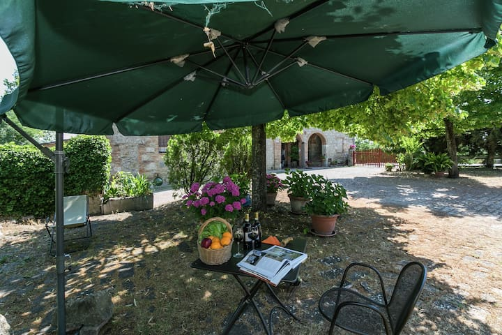 Charming Farmhouse with Garden, Private Terrace, Parking,BBQ