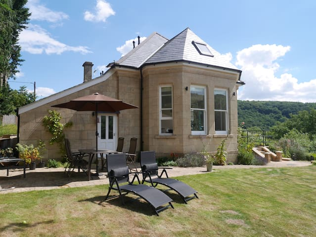 Self contained en-suite. Special garden and views. - Bath and North East Somerset - Hus