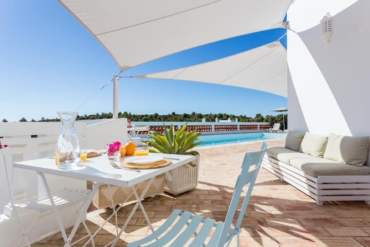 One Life Lodge - B&B - Entire Villa with ocean vie