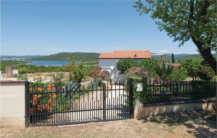 Holiday apartment with 1 bedroom on 32m² in Tisno