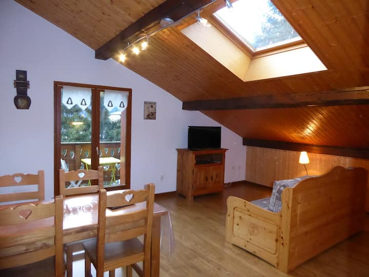 Apartment on 2nd floor of a chalet - Near he centre
