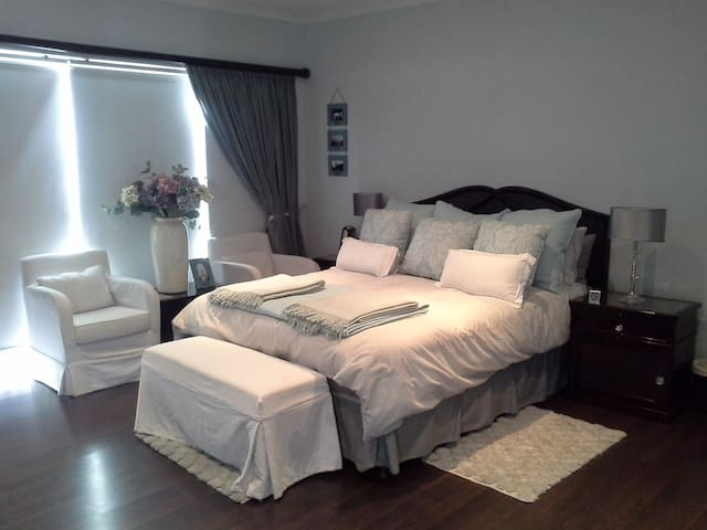 Deluxe Suite at 4 Star Venue - Baobab