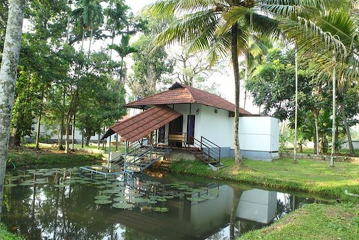 Beautiful Private Villa in a Backwater Homestay - Champakulam - Rumah