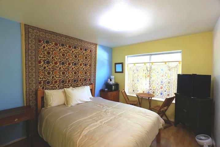 Cheerful sunflower room