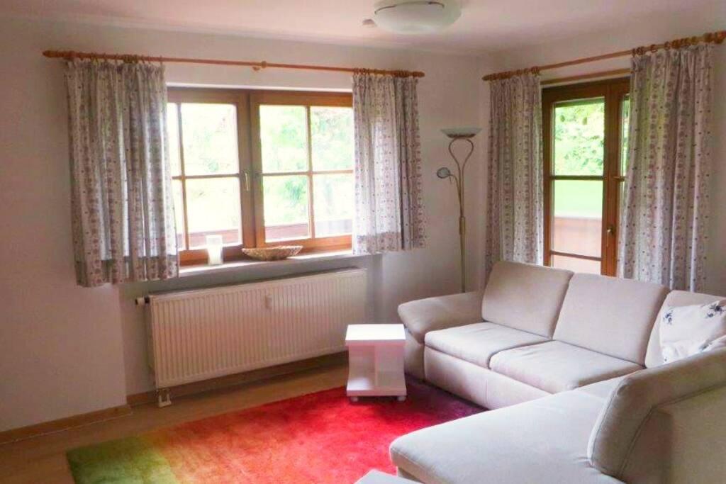 Wohnzimmer - mit Schlafcouch, TV, Bergblick, Internetradio,..