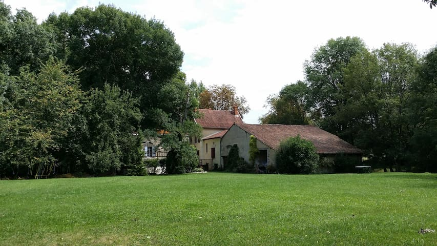 The rear of the gite and main house