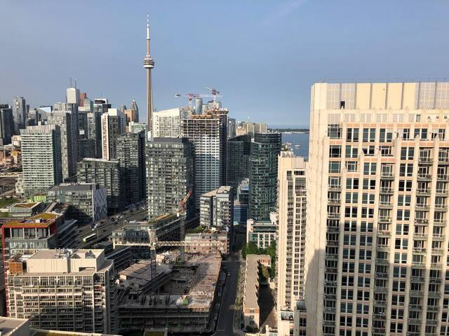 Penthouse w/ sweeping lake views downtown Toronto