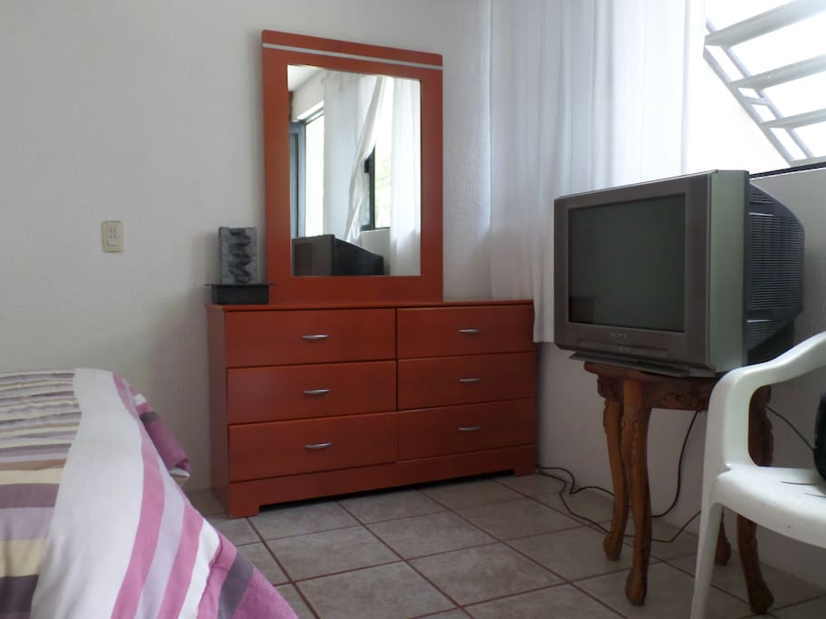 "dormitorio ""1"" con baño independiente"