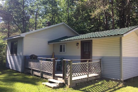 Rustic Cottage at Family Campground - Wiarton