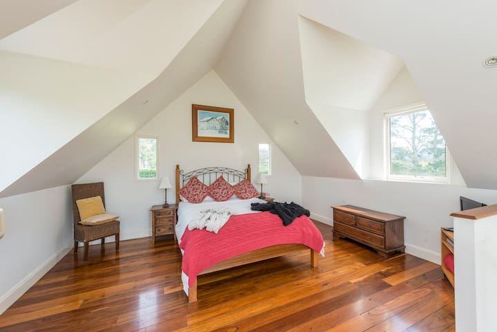 Peaceful Rainforest Lodge- 2BR 2BTH - Woodhill - Villa