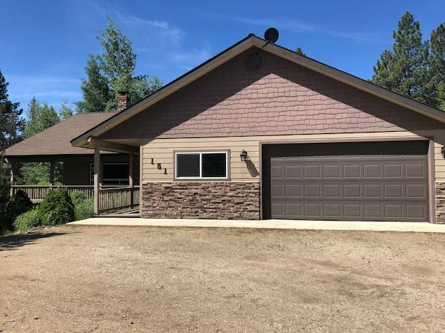 Spacious Mountain Retreat, 10 Minutes from McCall!
