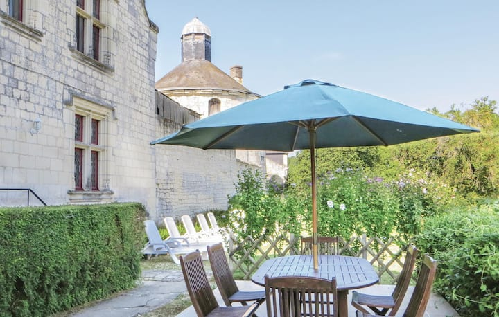 Stunning home in Chinon with WiFi and 3 Bedrooms