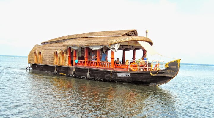 Eco Trails - Houseboat cruise in Kerala Backwaters