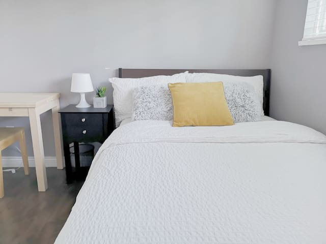 Bright and Cozy bedroom near Coquitlam Center