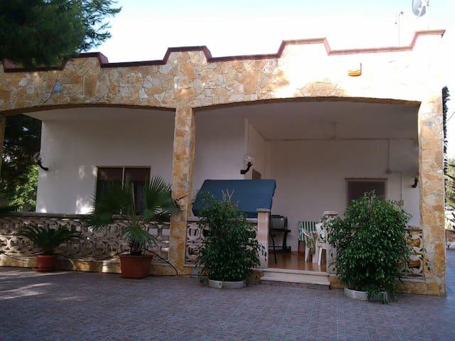 Villa Dina a San Pietro in Bevagna nel Salento
