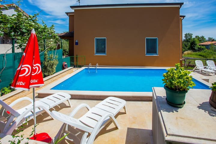 Apartment Complex Vanessa with Shared Pool in Nova Vas / One-Bedroom Apartment Vanessa II with Shared Pool