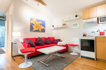 Modern, Comfy Apt for Vacation or Biz Travel!