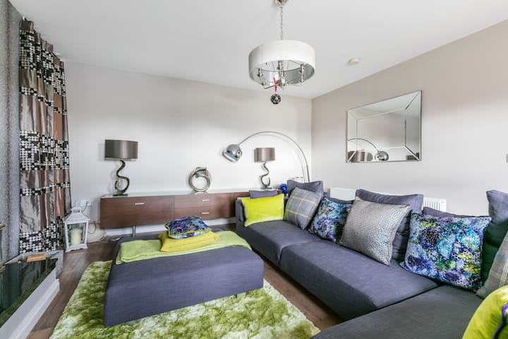 Two double bedrooms in quaint Saintfield Village