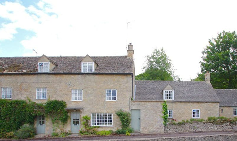 A Cosy Cotswold Cottage in the Little Barringtons - Little Barrington - Rumah