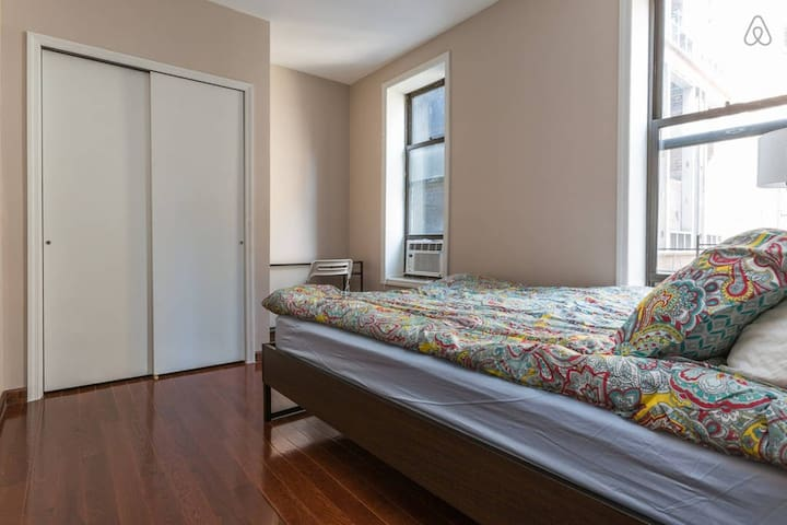 Spacious, Bright, & Simple Private Bedroom! Quiet - facing the back!