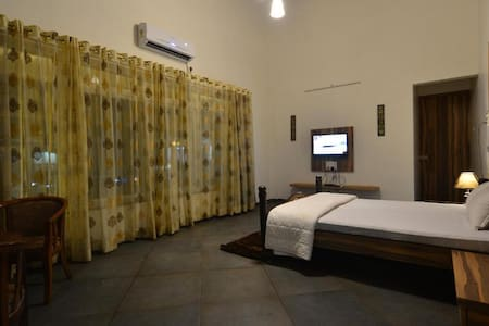 Super Deluxe Room @ Nashik Trimbakashwar Road
