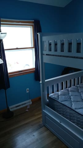 Cozy room with bunkbeds - Windsor Locks