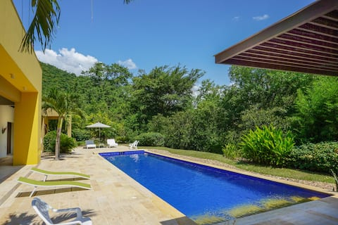 Tropical Private Villa @ Exclusive Club in Apulo!