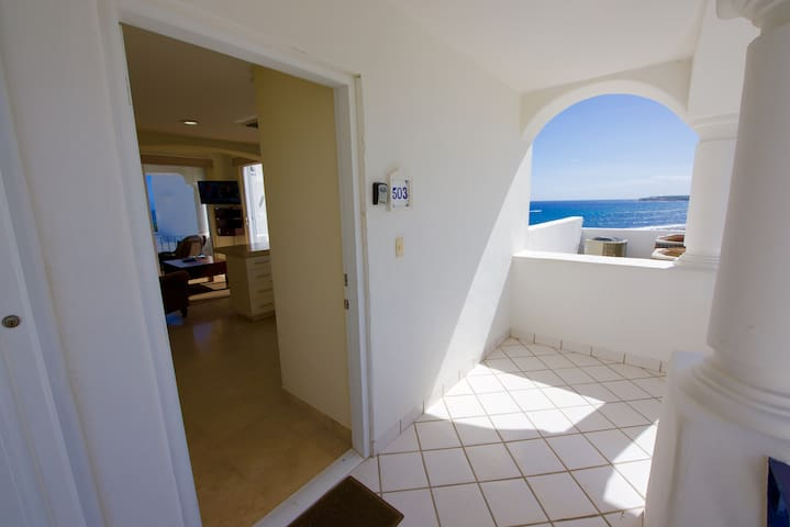 Front entrance to Mykonos 503B