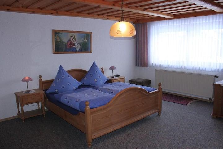Ferienwohnung Schöffmann (Neuschönau), Ferienwohnung im Erdgeschoss mit Terrasse und Garten