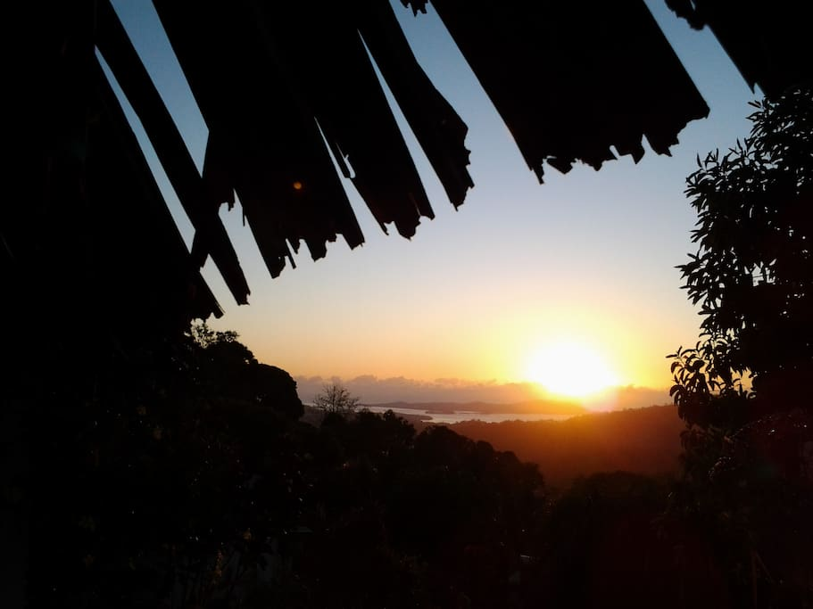 Superbe lever de Soleil sur Petite Terre !