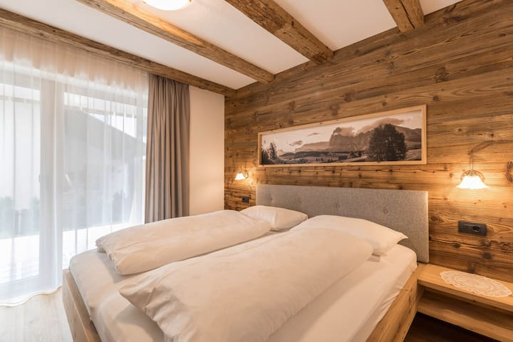 Sella - Chalet Dolomit with Garden & Wi-Fi; Parking Available