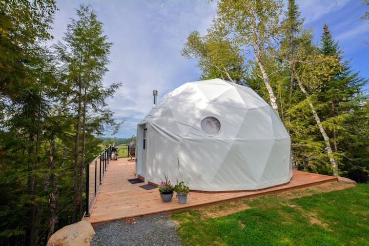 Dome at Bel Air Tremblant. Private hot tub and sauna, pool, zipline, fatbikes and more!