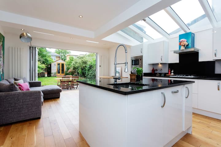 Stunning 3 bed home in central Wimbledon