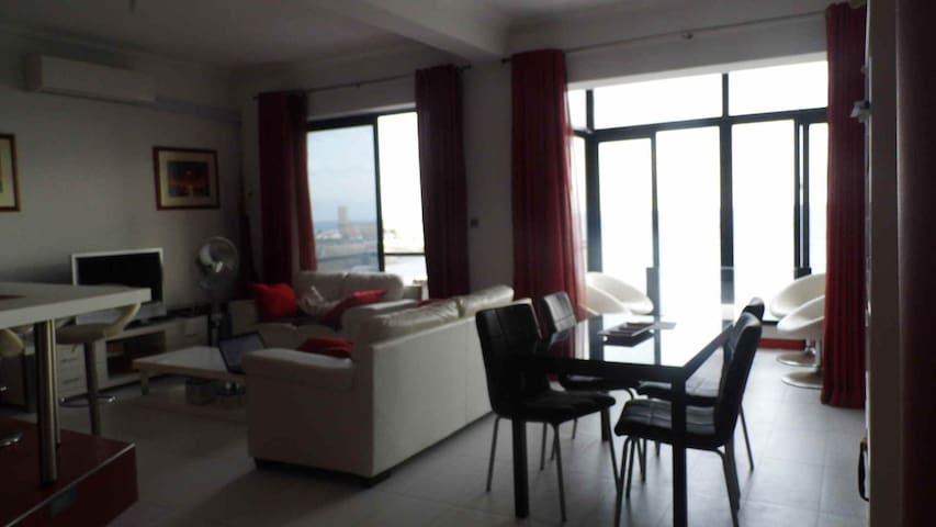 Double room in a seeviews modern apartment-Sliema - Sliema - Appartement en résidence