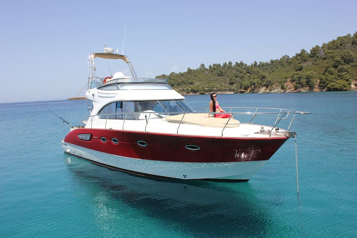 Beneteau Antares 12 / Red Line / Luxury Yacht - Neos Marmaras