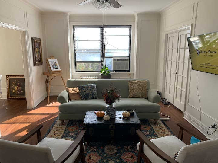 Private room in heart of CWE
