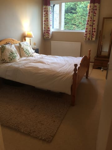 Lovely cosy room in my home - Hartley