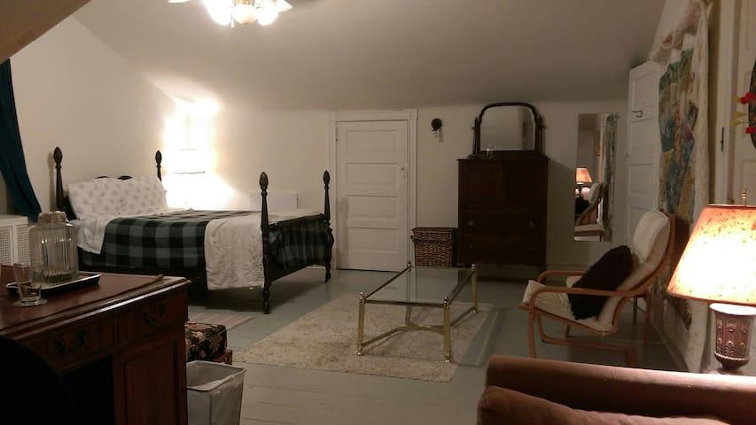 Spacious 3rd floor room