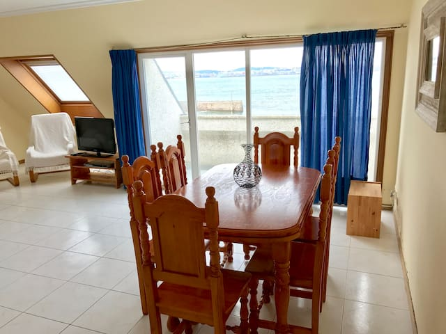 Beach-front bright duplex in Mera - Oleiros - Appartement