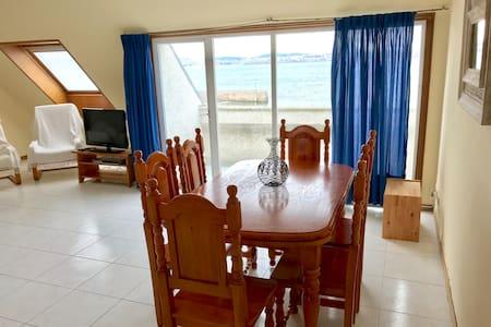 Beach-front bright duplex in Mera - Oleiros - Appartement
