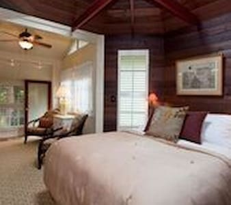 Hale Ohia Cottages, Ihilani Cottage - Mountain View - Bed & Breakfast