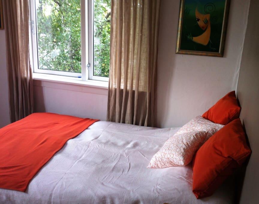 Queen size bed, 120 cm