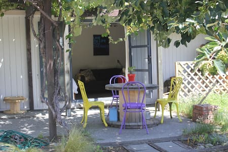 Private Bungalow, Easy Walk to town - Wanaka
