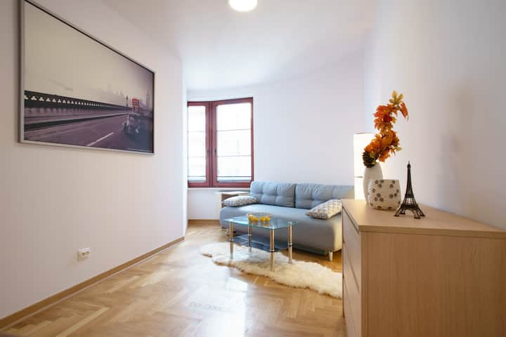 2-rooms Apartment - Daszynskiego metro station