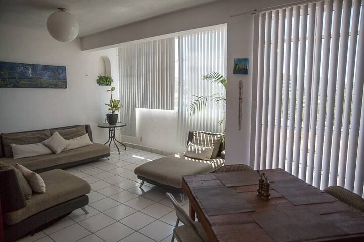 PRIVATE BEDROOM CLOSE TO THE BEACH & DOWNTOWN
