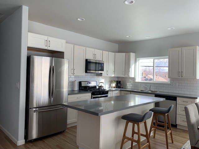 Stylish and Modern 3 bed/1 ba New Home in Midtown