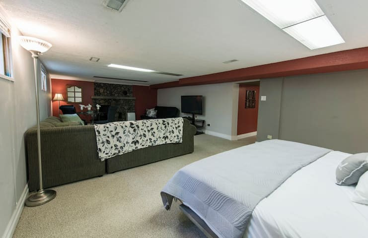 King Bed/ Living Room